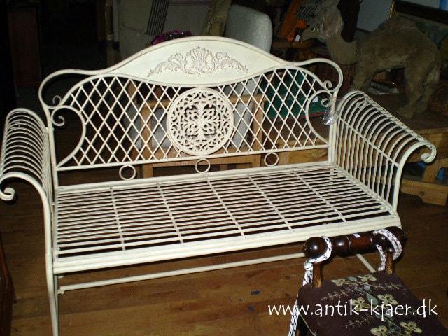 Antikke nips og møbler. Kjærs Antik og Genbrug - Håre i Gelsted